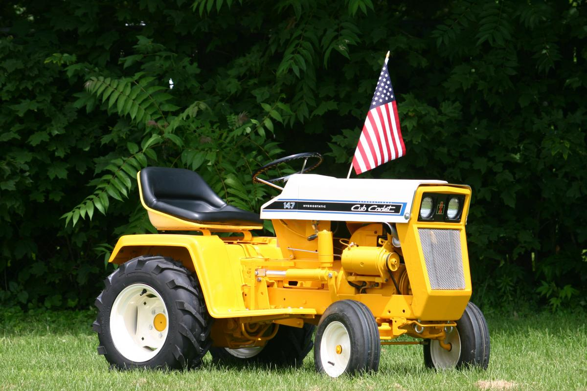 The Model 147 Required Some Frame Modifications To Accommodate Its 14 Horse Engine This Tractor Could Also Be Equipped With An Electric Implement Lift