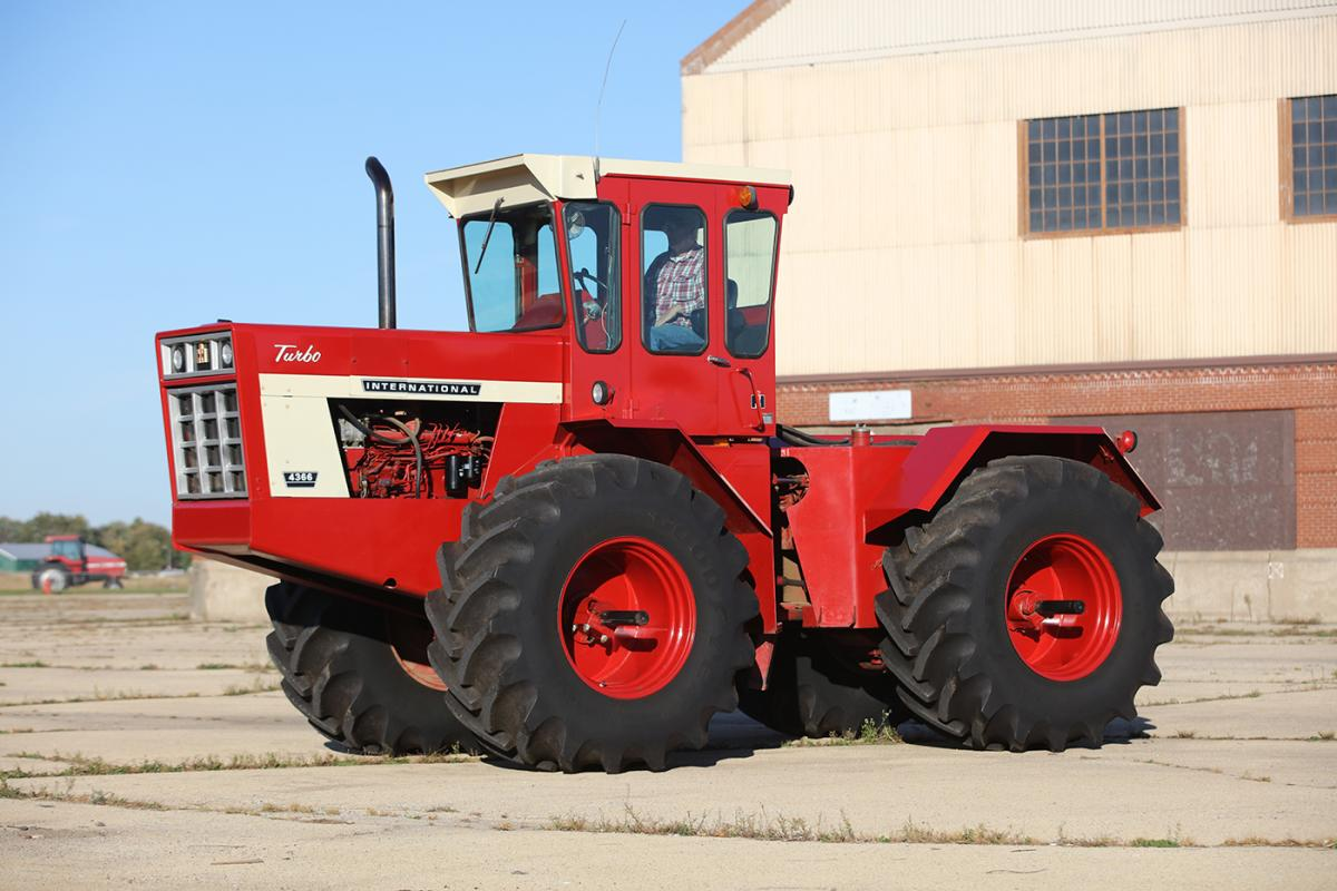 IH 4366, owned by Jerry Kuster of Galva, Illinois. Photo by Lee Klancher